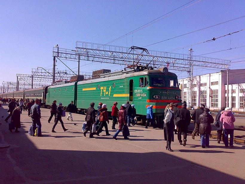 ВЛ11-445, ст. Пермь 2. Портал Москва - Сибирь. Фото Анатолия Маринина